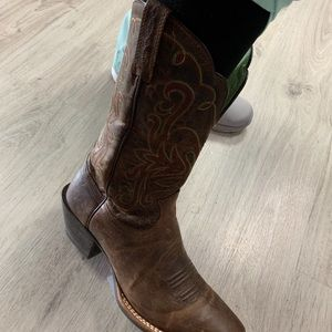 NWOT Ariat Boots